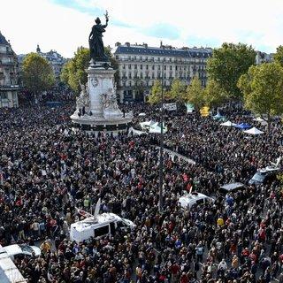 Paris'te terör örgütü PKK'nın katılımıyla Ermenistan'a destek gösterisi düzenlendi
